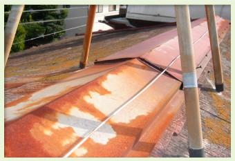 棟板金の表面の塗装の劣化がサビの原因に
