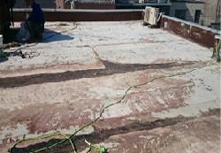 劣化した陸屋根の防水層