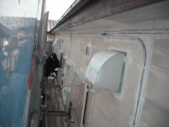 アパート外壁、下塗り
