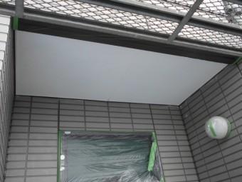 軒天の塗装が完了しました。