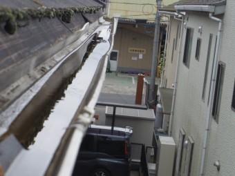 宇都宮市N様邸、軒樋の雨水の溜まり
