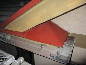 小さな板金屋根もさび止めを塗装しました