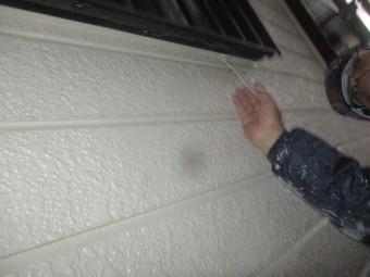 窓枠下の補修中です