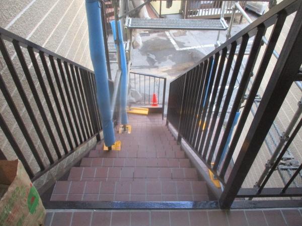 階段手摺りの状態です