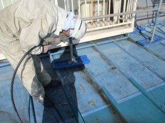 1階屋根の洗浄中です