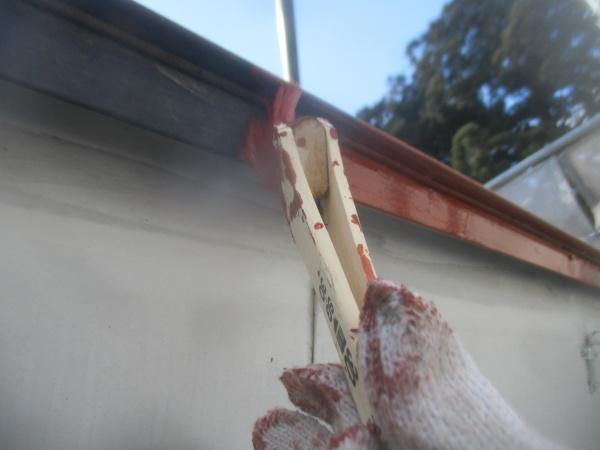軒先板金の刷毛塗装中です