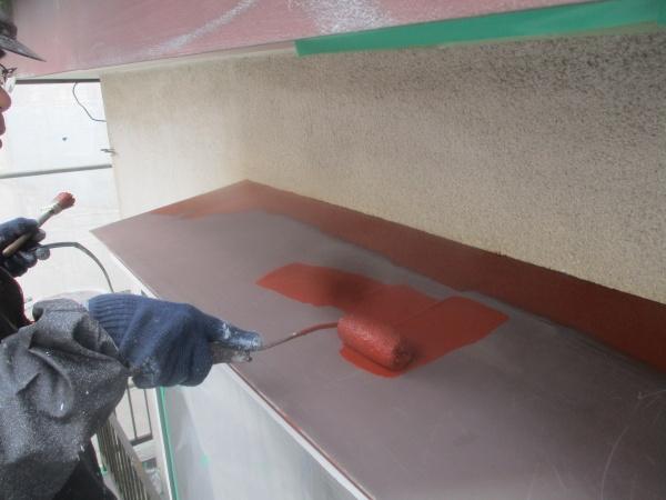 出窓天板のさび止め塗装中です