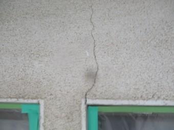 外壁のひび割れです