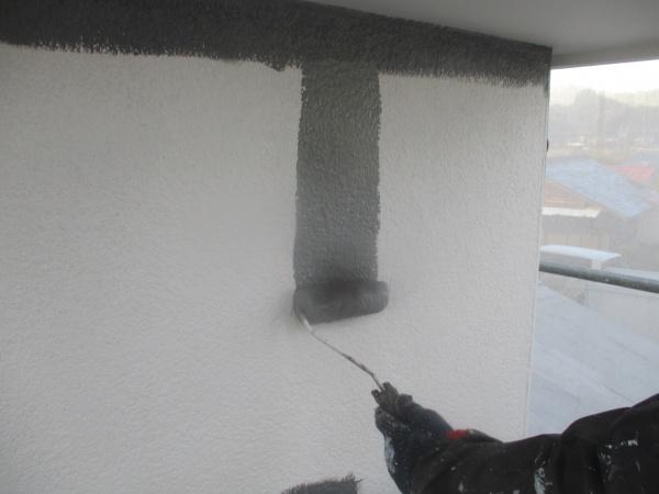 2階の中塗りローラー塗装中です