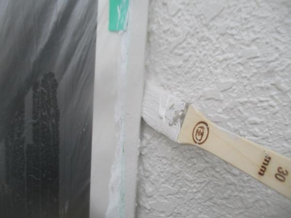 2階の中塗り刷毛塗装中です