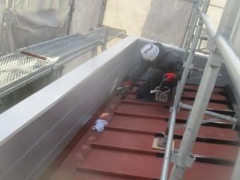 1階屋根の中塗りをしました