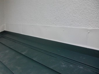 壁水切りを取り付けました