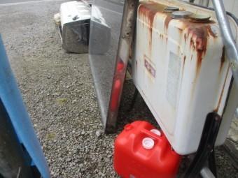 追い焚き用の石油タンクです