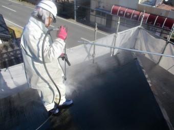 屋根の洗い流し中です