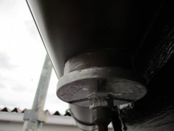 軒樋に排水穴を開けました