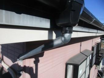 集水器を取り付け既存の呼び樋と繋ぎました