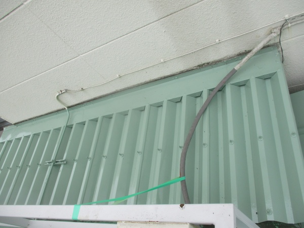 追加工事の折半屋根が完工しました