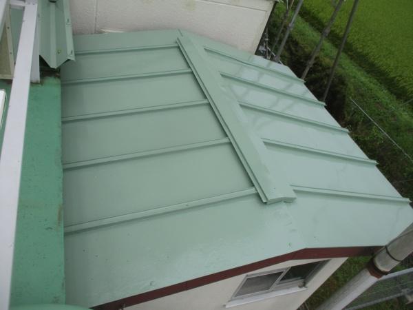 追加工事の瓦棒屋根の完工です