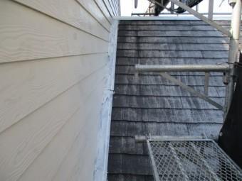 棟板金と壁水切りのさび止めを塗装しました