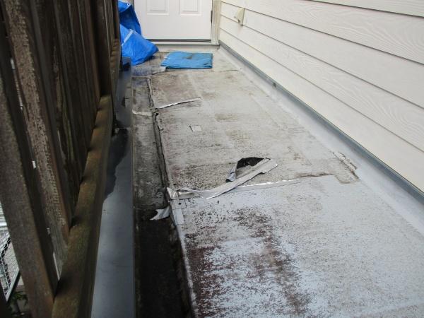 施工前のベランダ床の状態です