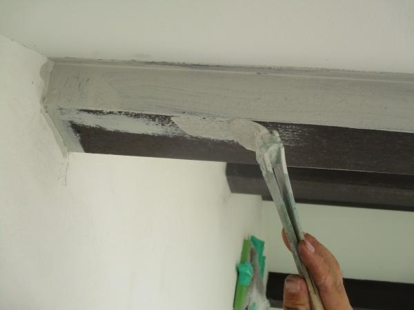 梁部分の板金さび止め塗装中です