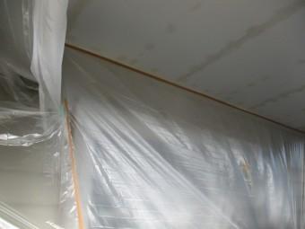 軒天塗装の養生をしました