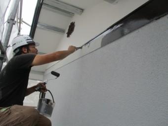 幕板の中塗り塗装中です