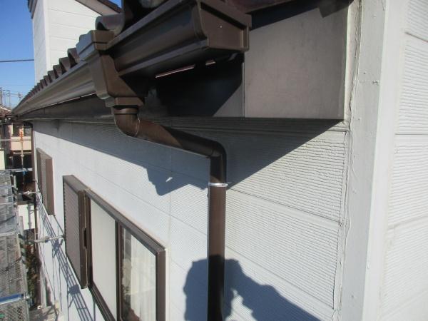 縦樋と集水器を繋ぎました