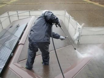 2階屋根の洗浄中です