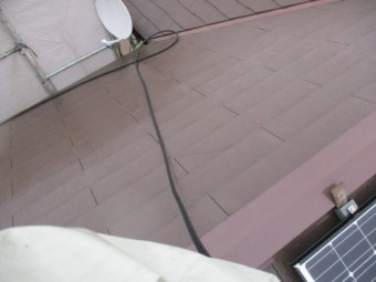 洗浄後のコロニアル屋根の状態です