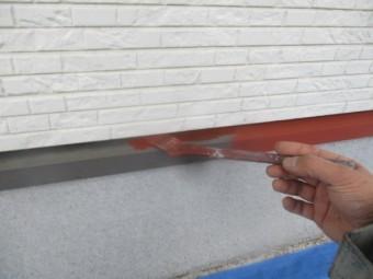 土台水切りのさび止め塗装中です
