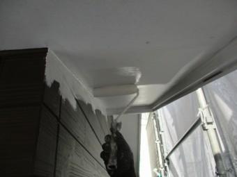 増築部の軒天ローラー塗装中です