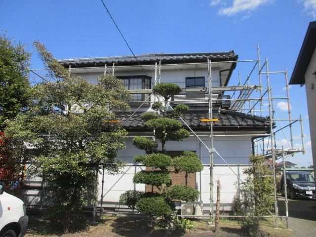 高根沢町で水シャットで瓦屋根の鬼首の漆喰巻きをしました。