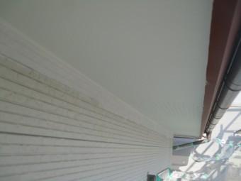 増築部の軒天1回目の塗装が終了しました