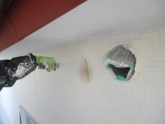 2階外壁の中塗りローラー塗装中です