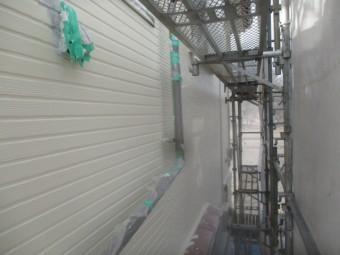 2階外壁のローラー中塗りが終了しました