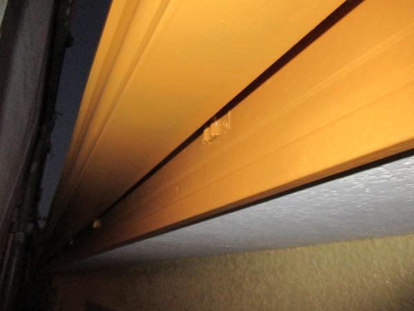 軒樋の中塗りをしました