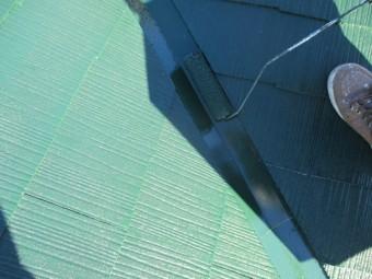 コロニアル屋根の谷樋上塗り中です