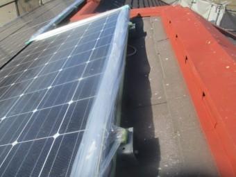 大屋根の太陽光パネルの養生中です