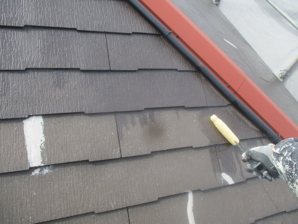 大屋根のプライマー塗装中です