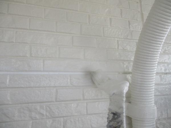 外壁目地の補修箇所の塗装をしました