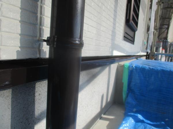 縦樋の中塗り終了です