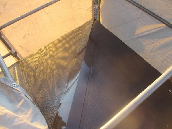 屋根の板金類の中塗りが終了しました