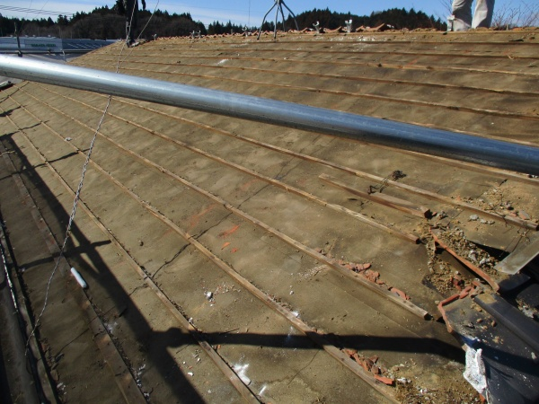 屋根全体の瓦が撤去終了です