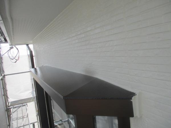 出窓天板と2階外壁の完工です