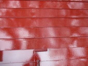 板金屋根の上塗り中です