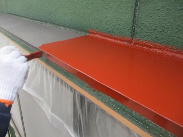 出窓天板の錆止め塗装中です