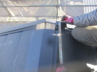 棟板金の加工寸法を測ります