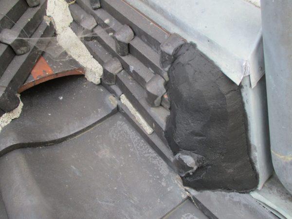小山市の雨漏り修理で水シャットとシーリング材で補修しました。