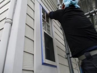 窓枠塗装の養生をしました